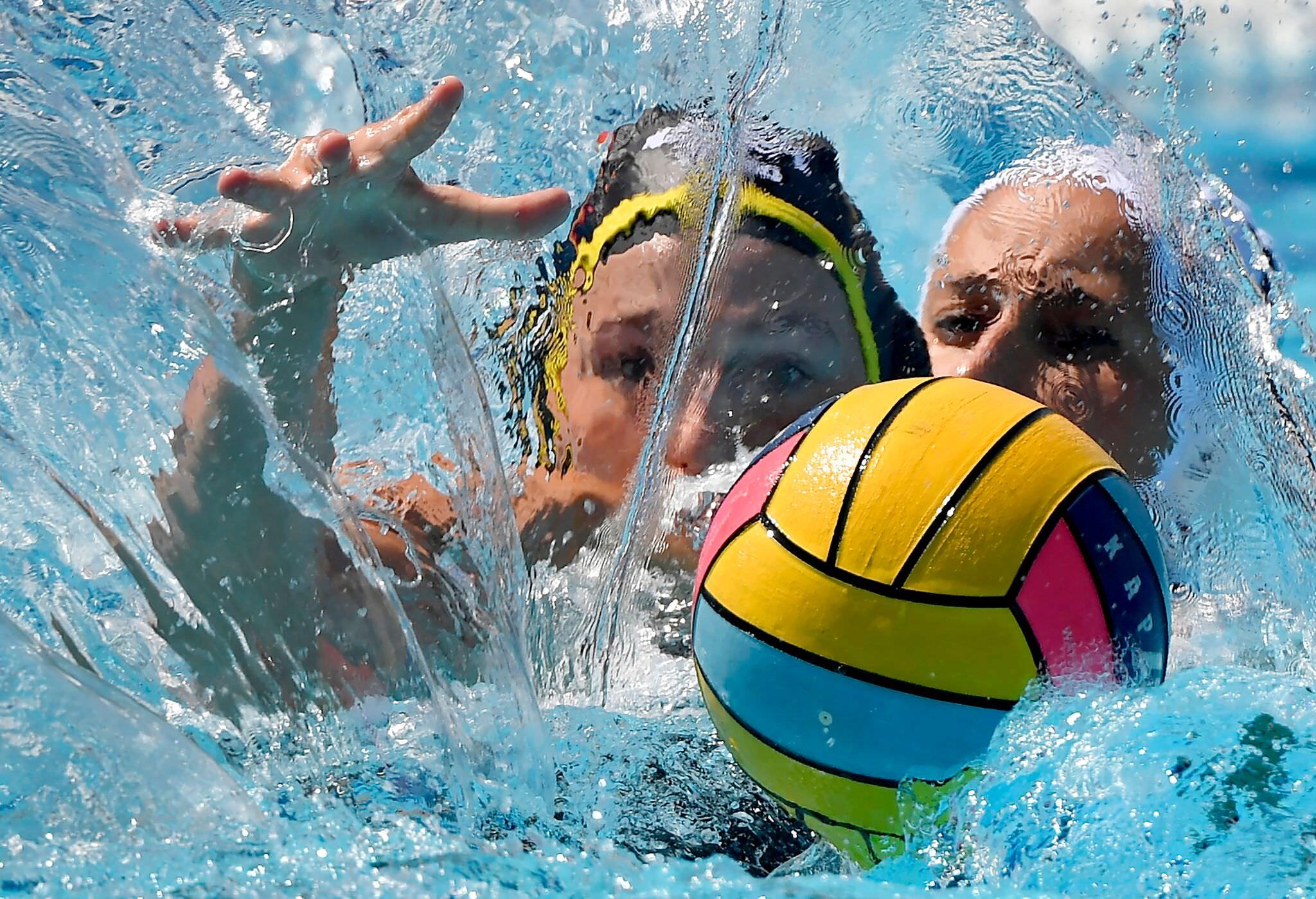 Sport (egyedi) 2. díj: Illyés Tibor (MTI/MTVA): Vízfüggöny mögött