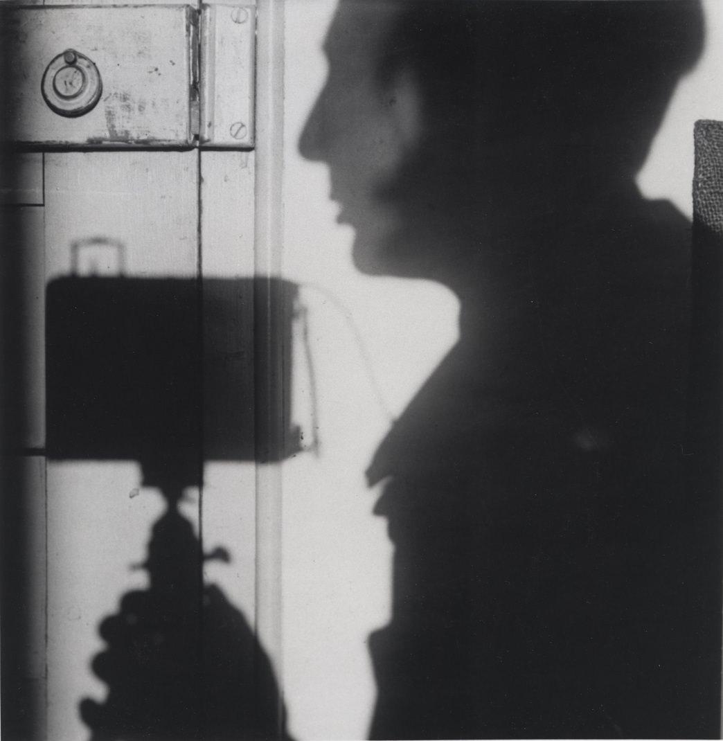 Árnyék önarckép, Párizs, Franciaország I Self-portrait, Paris, France 1927/1967 | Courtesy André Kertész Memorial Museum, Szigetbecse, Hungary