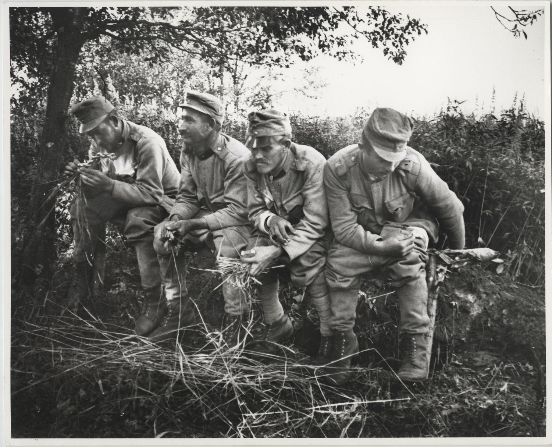 André Kertész: Latrinán, Golgory, Lengyelország | Latrine, Golgory, Poland, 1915/1967 © Courtesy André Kertész Memorial Museum, Szigetbecse, Hungary