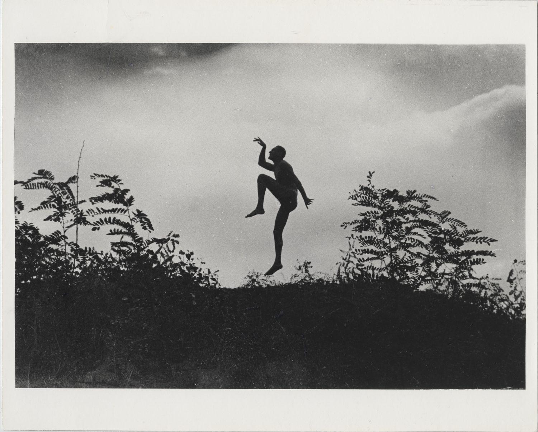 "André Kertész: Szabadban táncoló férfi (Jenő öcsém), Dunaharaszti, Magyarország | The Dancing Faun (My brother as a ""Scherzo""), Dunaharaszti, Hungary, 1919/1967 © Courtesy André Kertész Memorial Museum, Szigetbecse, Hungary"