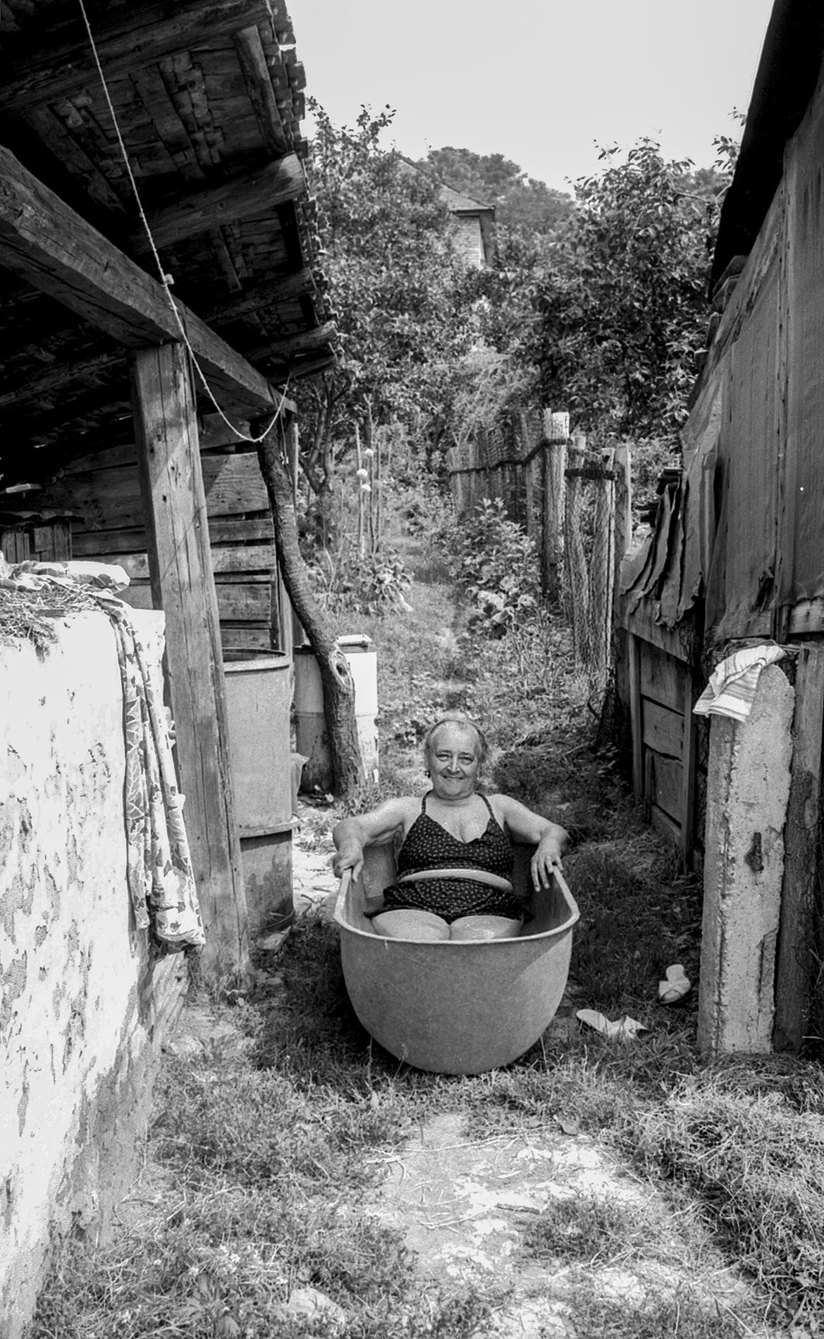 Felvégi Andrea: Ózd, fürdőzés, 1987 © Felvégi Andrea