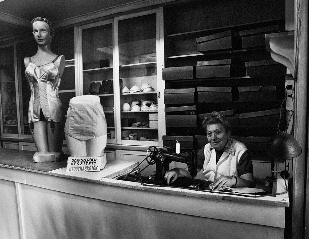 Frankl Aliona: Fűzőkészítő, 1998 © Frankl Aliona