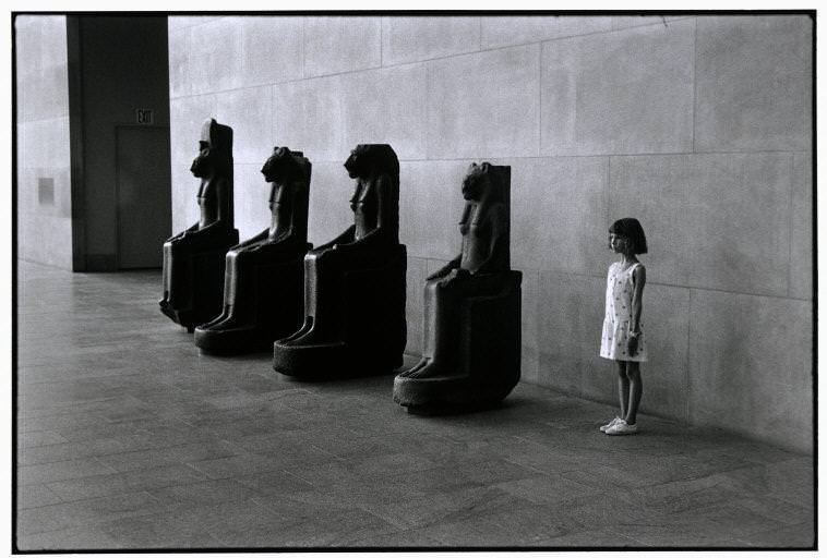 Metropolitan Museum of Art, New York, USA, 1988 © Elliott Erwitt / Magnum Photos