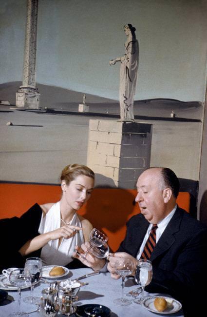 Alfred Hitchcock és Vera Miles színésznő, New York, USA, 1957 © Elliott Erwitt / Magnum Photos