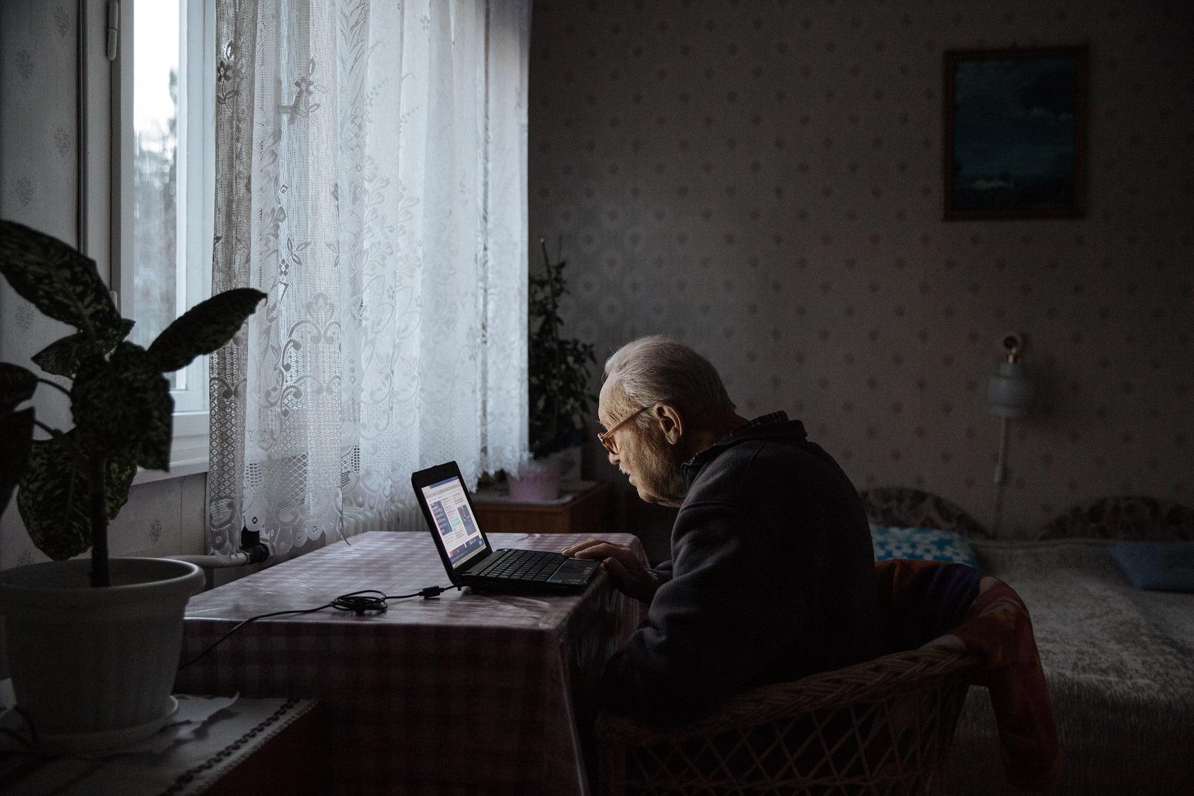 Ajpek Orsolya: Otthon, édes otthon (részlet a sorozatból)