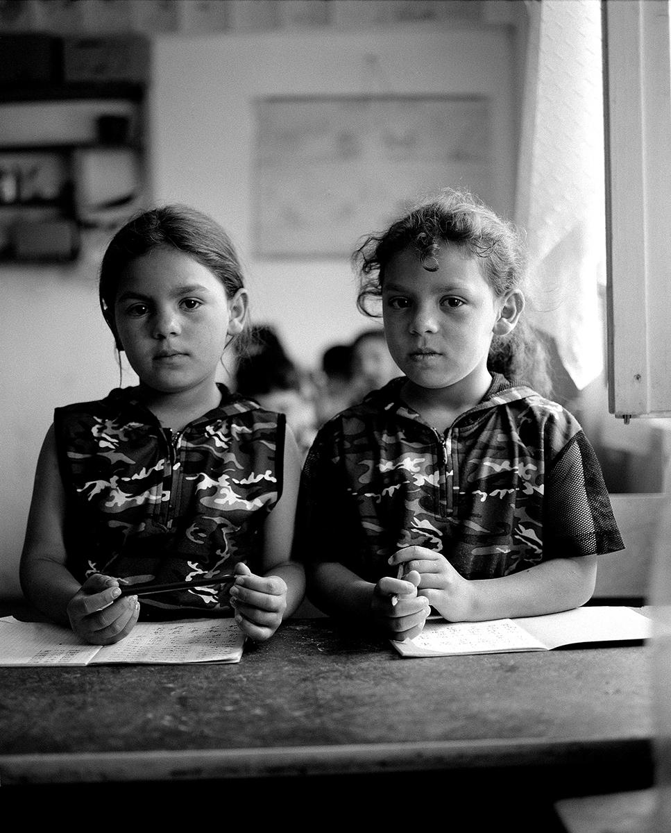 Molnár Zoltán: Roma gyerekek Erdélyben, Sepsiszentgyörgy, 2005 © Molnár Zoltán