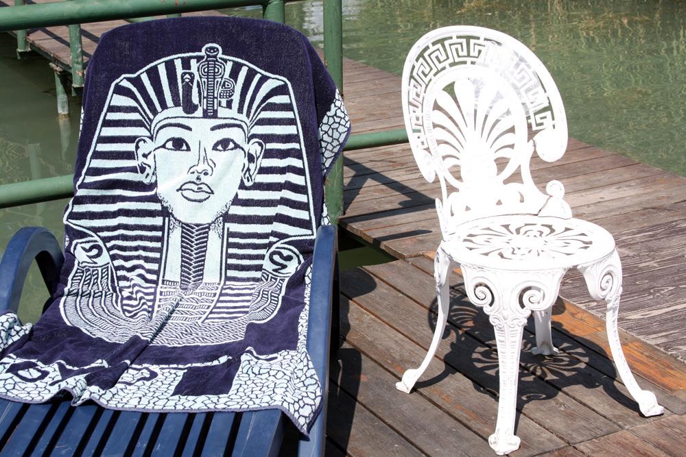Hangay Enikő: Fáraó napozik | Pharaoh sunbathing, 2010 © Hangay Enikő