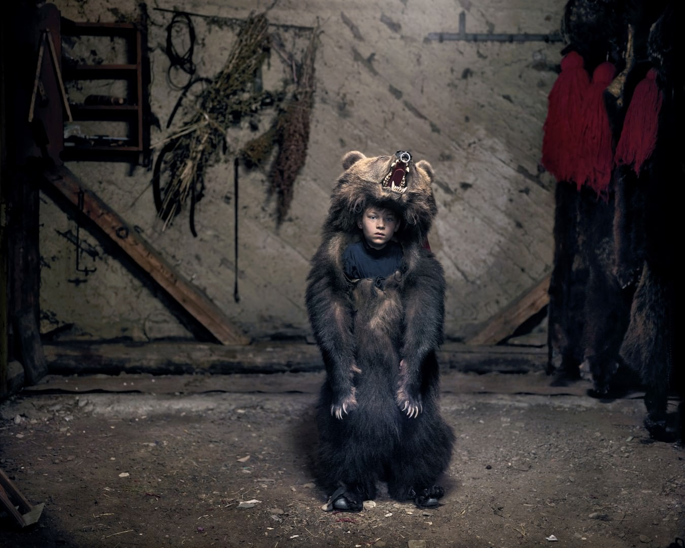 Dezső Tamás, Ciprian a medvetáncos – Salatruc, Kelet-Románia I Ciprian, the Bear Dancer (Salatruc, East Romania), 2013 © Tamas Dezso