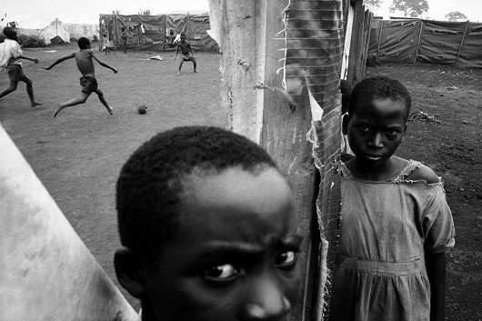 TANZANIA. Benaco. Rwandan refugees. 1995.Contact email:New York : photography@magnumphotos.comParis : magnum@magnumphotos.frLondon : magnum@magnumphotos.co.ukTokyo : tokyo@magnumphotos.co.jpContact phones:New York : +1 212 929 6000Paris: + 33 1 53 42 50 00London: + 44 20 7490 1771Tokyo: + 81 3 3219 0771Image URL:http://www.magnumphotos.com/Archive/C.aspx?VP3=ViewBox_VPage&IID=2S5RYDYSGDIJ&CT=Image&IT=ZoomImage01_VForm