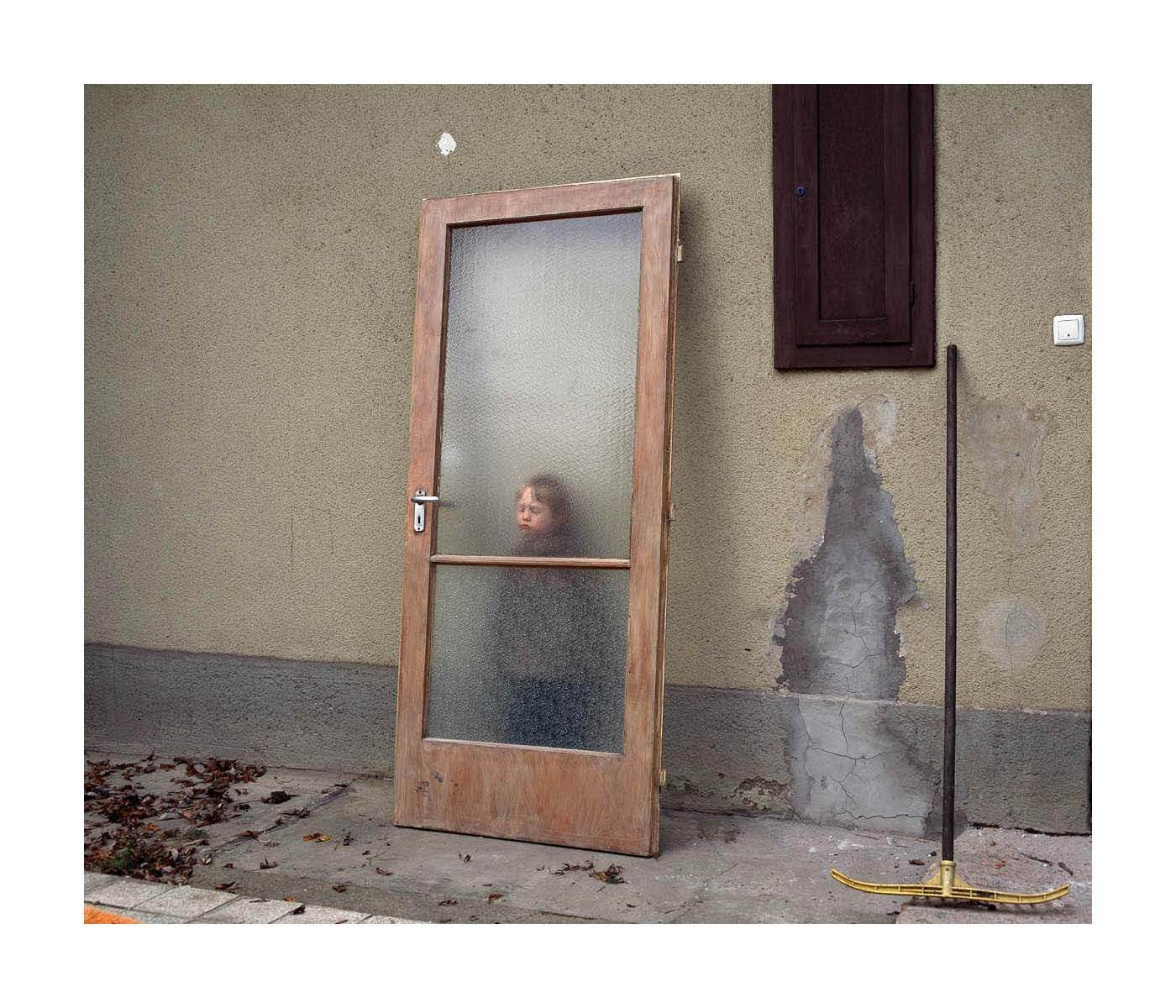 Kudász Gábor Arion: Momó ajtóval/Momó with Door (Közép-közép sorozat/from the series Middle) 2005-2011