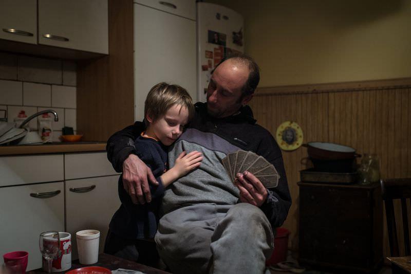 Móricz-Sabján Simon: A nehézségek, az anyagi javak hiánya állandó problémát okoz, melyben a legnagyobb segítség a család összetartása