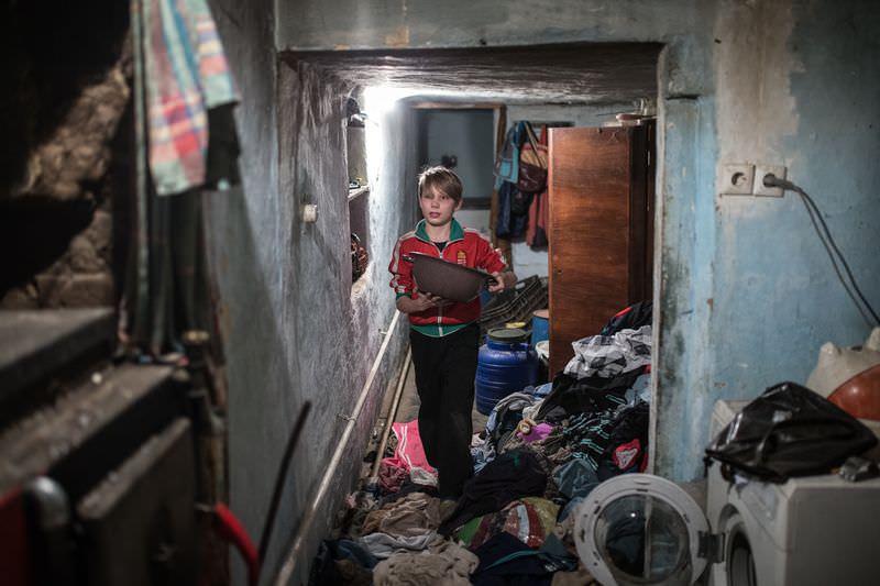 Móricz-Sabján Simon: A család helyzete egyáltalán nem kirívó. A legszegényebb járásokban gyakorlatilag vegetálnak a magyar családok. Közel 3 millió embert érint a szegénység, köztük egymilliónál is többet a mélyszegénység problémája, amely nagyon magas szám egy 9,9 millió lakosú országban