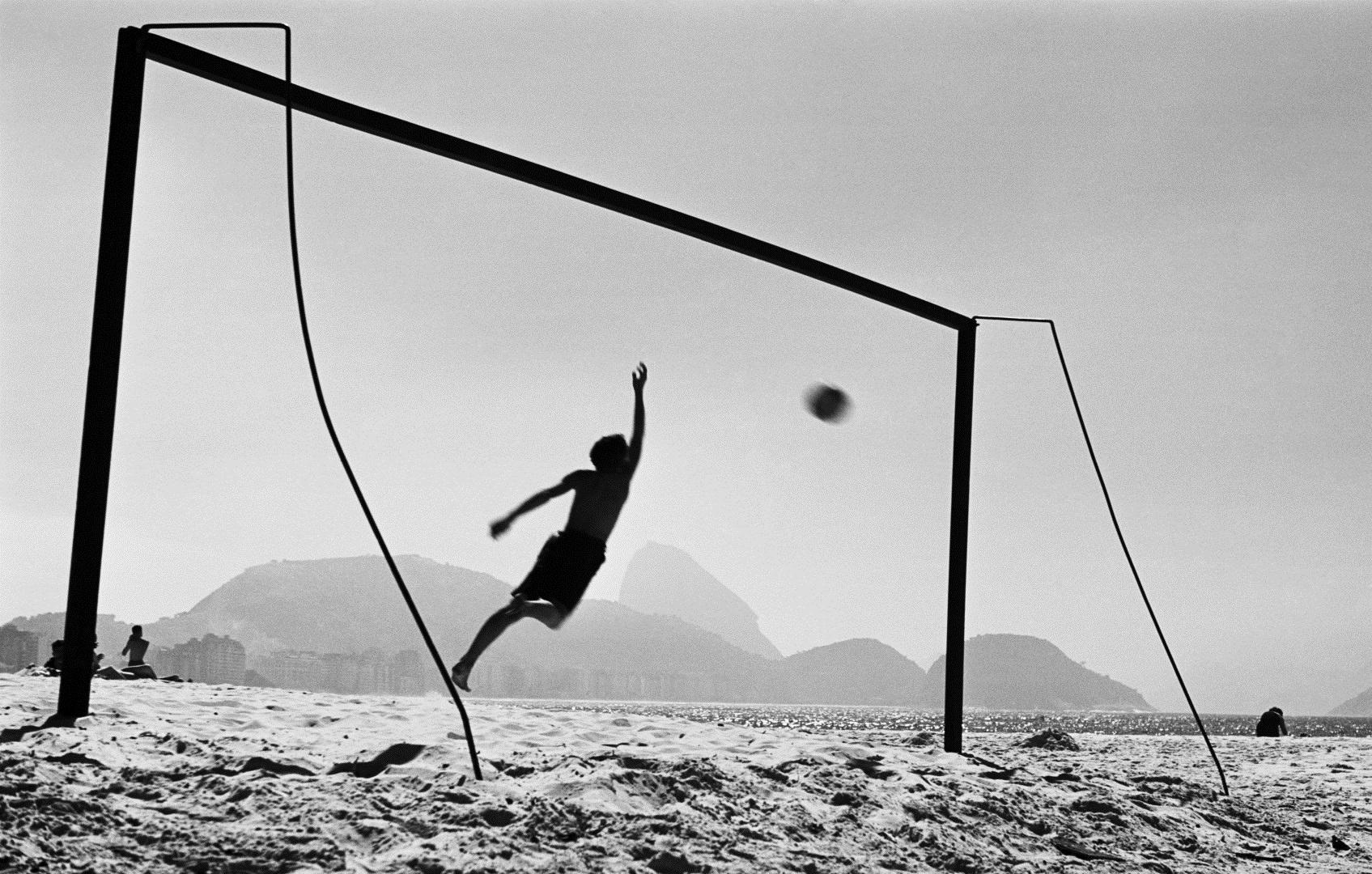 Thomaz Farkas: Copacabana strand | Copacabana beach, Rio de Janeiro, 1947 © Thomaz Farkas Estate/Instituto Moreira Salles