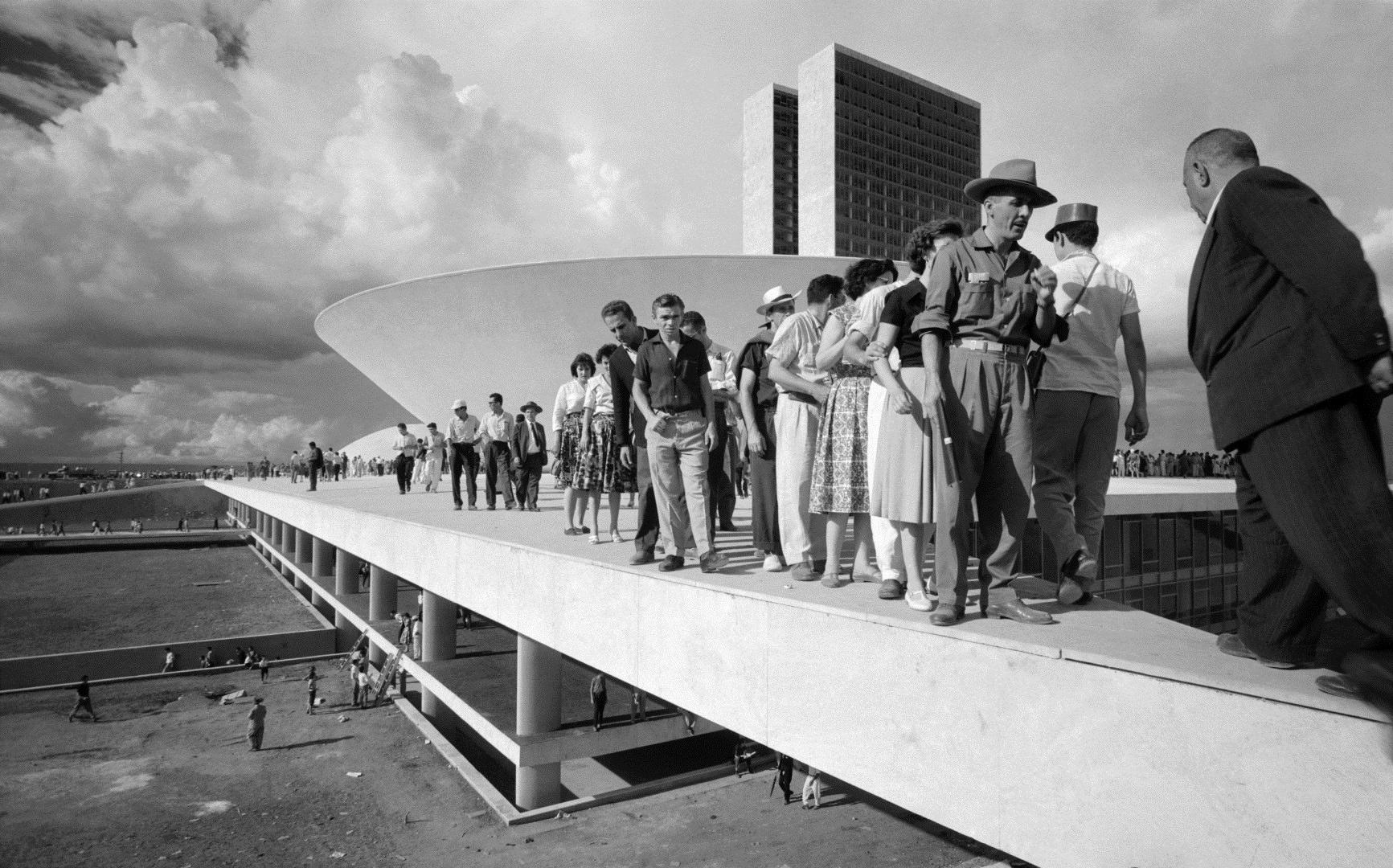 Thomaz Farkas: A város avatásának napja, Brazíliaváros, 1960. április 21. | Inauguration day, Brasilia, April 21, 1960 © Thomaz Farkas Estate/Instituto Moreira